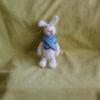 Заяц с синим шарфиком
