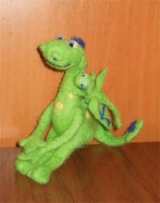 Зеленый дракон с дракончиком